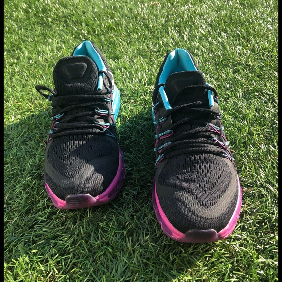 A pair of women's Nike AirMax 2015 Running Shoes